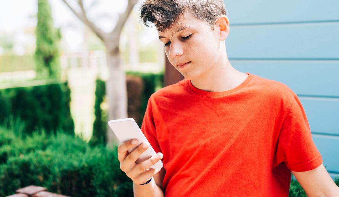 Make Sure Your Teens are Using Social Media Well in Isolation: Expert Tips